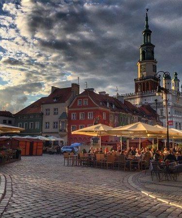 Wypożyczalnia samochodów Poznań - czy warto zwiedzać miasto samochodem?