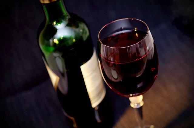 Opakowanie na wino - co dzięki niemu zyskamy?
