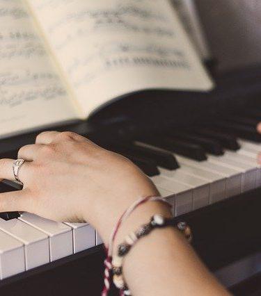 Jakie zasady muzyki powinni poznać instrumentaliści i wokaliści?