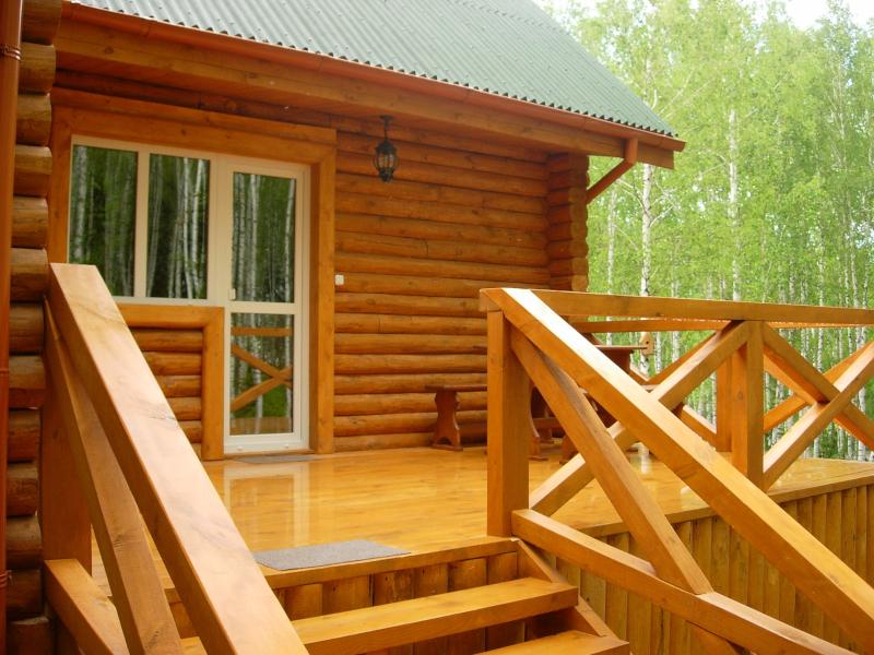 Proces budowy drewnianego domu: ważne kwestie