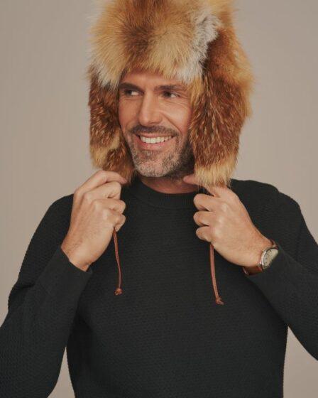 Jak nosić futrzaną czapkę męską i z czym ją łączyć?